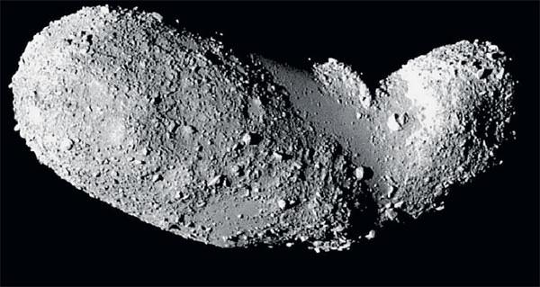 Околоземный астероид Итокава относится к группе Аполлона и отличается необычной формой. ©JAXA