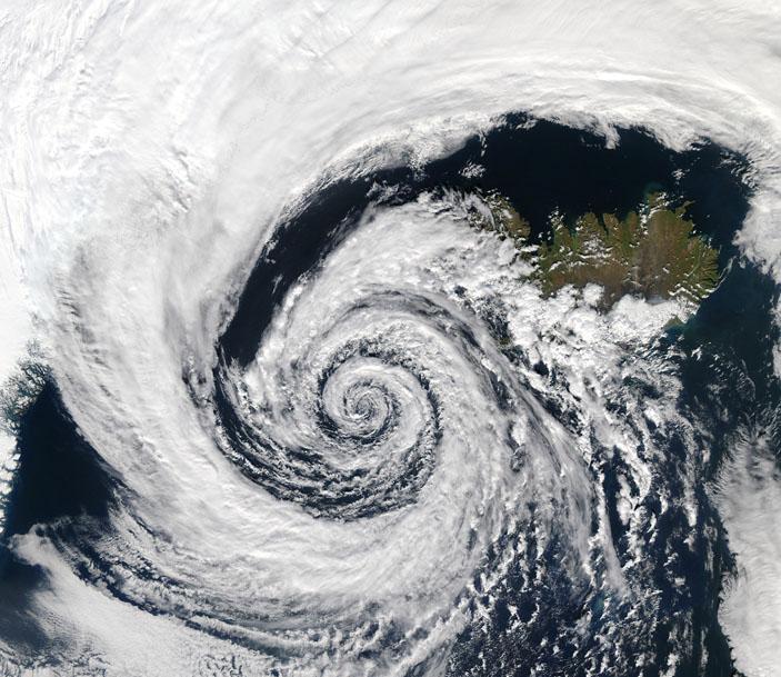 Циклон над Исландией, фотография из космоса («Квантик» №4, 2020)