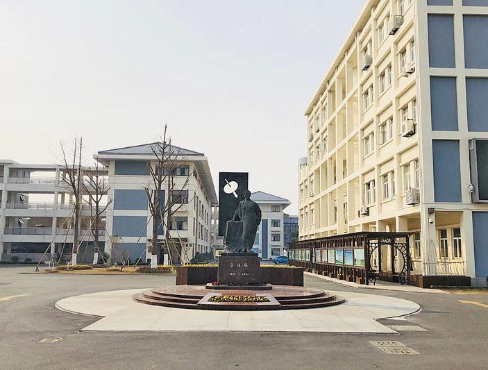 Памятник Ву Цзяньсюн («Квантик» №4, 2020)