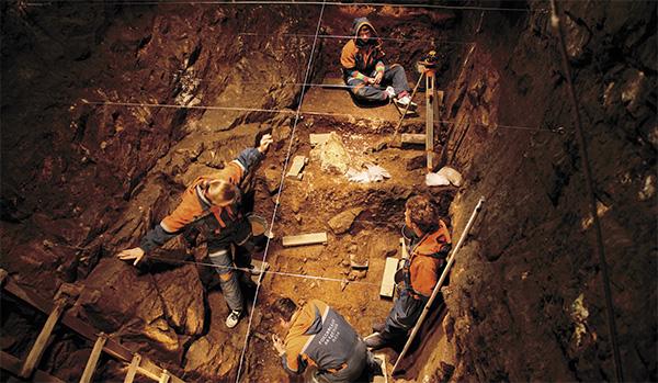 Раскопки в восточной галерее Денисовой пещеры