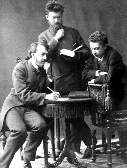 Рис. 1. Фото после сдачи экзамена Д.И. Менделееву. Слева направо: A.Краснов, B.Вернадский, Е.Ремизов