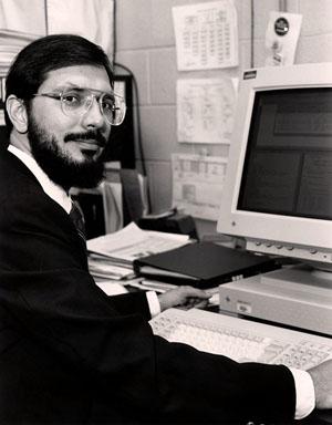 Рассел Халс в своей лаборатории в Принстоне. Фото из Википедии («Троицкий вариант — Наука»)
