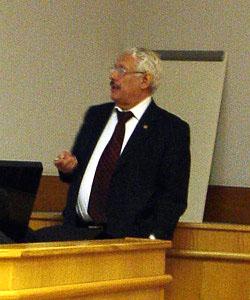 Владислав Иванович Пустовойт (фото из Википедии) («Троицкий вариант — Наука»)