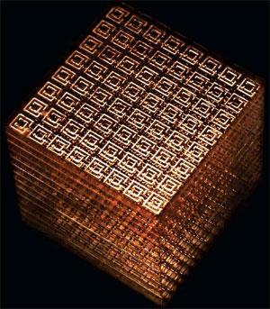 Куб метаматериала представляет собой трехмерную матрицу, образованную медными проводниками и...