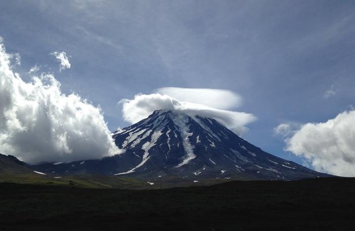 Лентикулярное облако над Корякским вулканом
