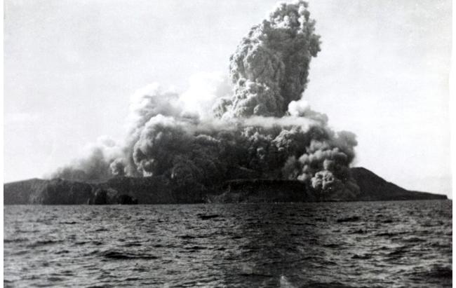 Первые минуты извержения формирующегося вулкана Барсена, утро 1августа 1952года