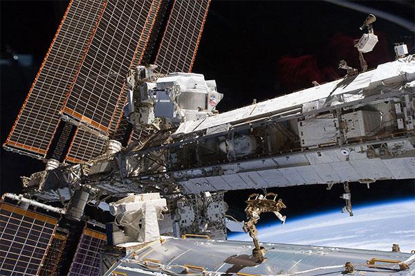 Рис. 1. Детектор AMS-02, установленный на Международной космической станции