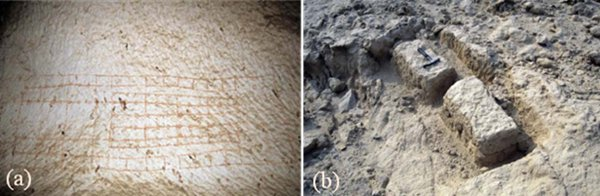 Рис.4.(a)План храма, нанесённый наопорную колонну вштольне Джбель-Шейх-Саид (рис.2,33); (b)блоки известняков, оставшиеся вкаменоломне «царицы Тий» (рис.2,35).