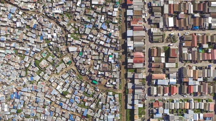 Рис. 1. Имущественное неравенство и увеличивающийся разрыв между бедными и богатыми
