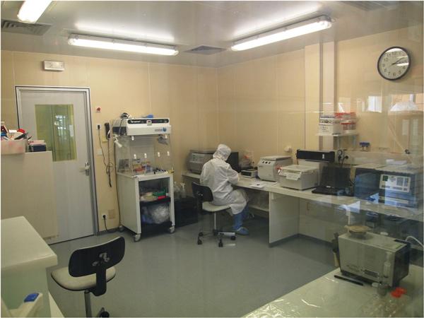 Чистая комната в лаборатории гляциологии и геофизики в Гренобле, Франция