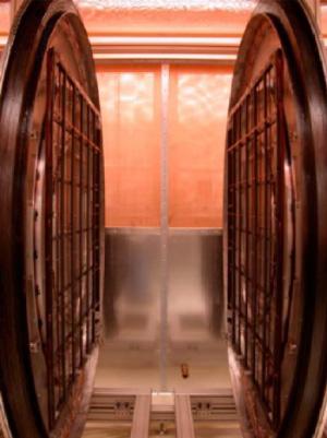 Внешний вид слабопольного магнитно-резонансного томографа сгиперполяризованным гелием (фото из обсуждаемой статьи)