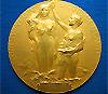 Медаль Нобелевской премии по физике и химии (фото с сайта www.collectnobel.com)