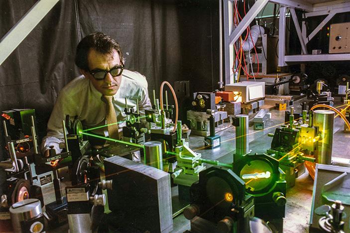 Жерар Муру в Лаборатории лазерной энергетики