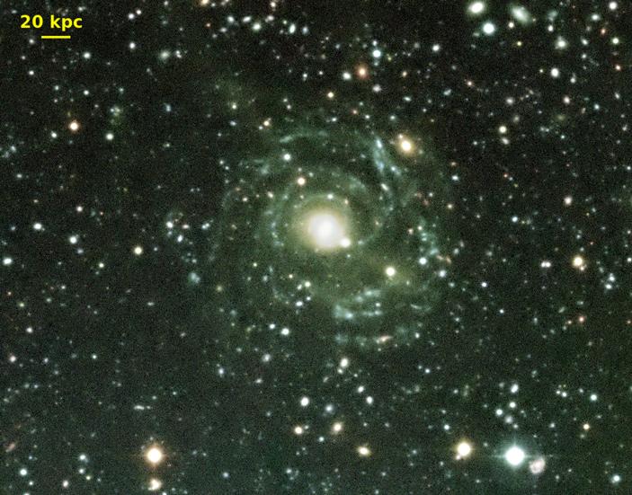 Рис. 1. Комбинация глубоких изображений гигантской галактики низкой яркости Malin 1