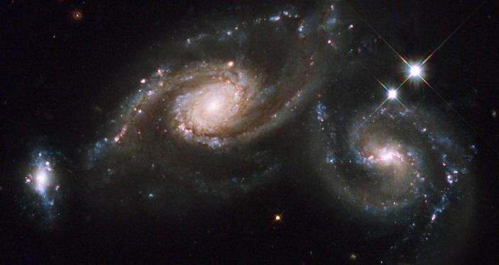 рис. 2. триплет слившихся галактик