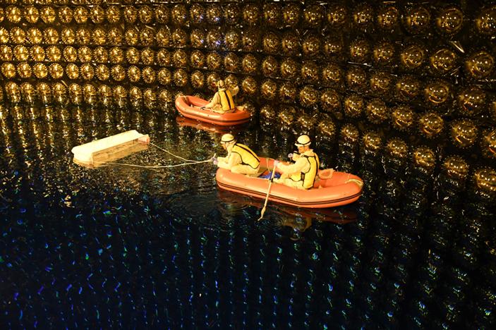 Очистка водной поверхности в детекторе Супер-Камиоканде