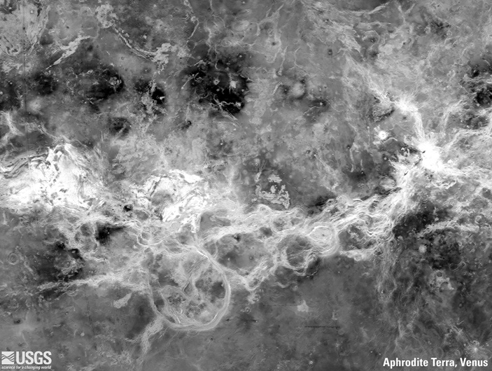 Рельеф тессер на Венере мог сформироваться поддействием водных потоков